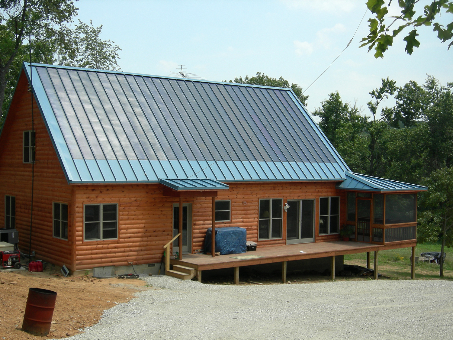 Standing seam and membrane solar system